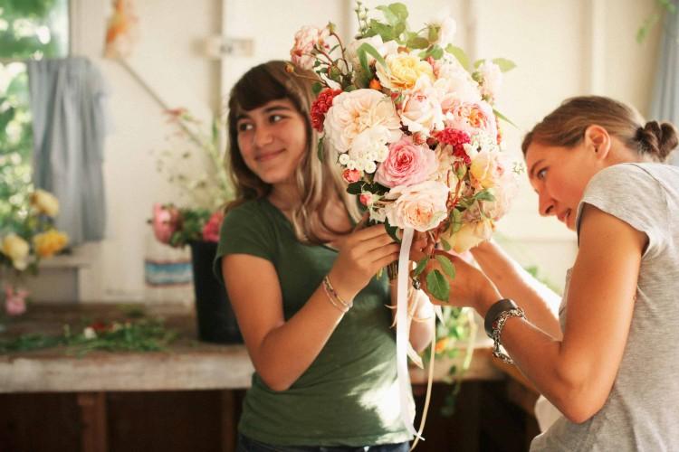 Erin Benzakein in Ihrem Atelier - Das Portrait - PANAMY Blumen senden Zürich Bern Basel St. Gallen Luzern