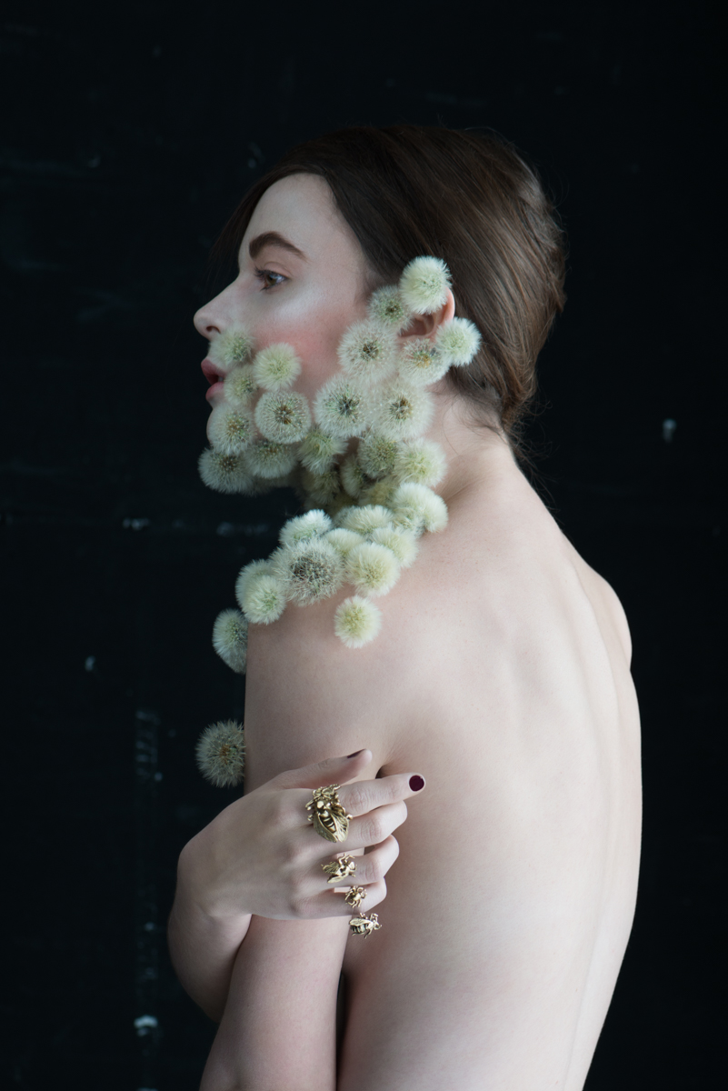 Dandelion with Model showing back - Isabelle Chapuis, Duy Anh Nhan Duc - PANAMY Flower Delivery Zürich